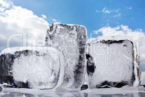 Eisblock mit Himmel