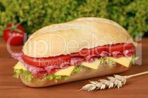 Baguette belegt mit Salami