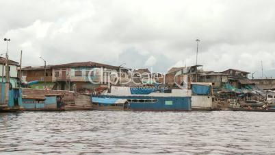 Slums am Amazonas, Peru