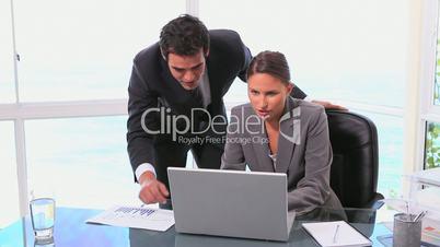 Geschäftsleute am Laptop