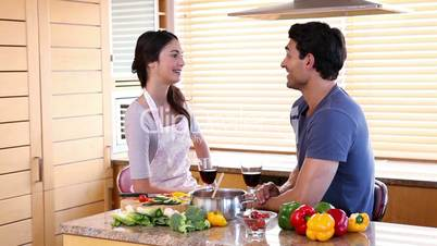 Junges Paar in der Küche