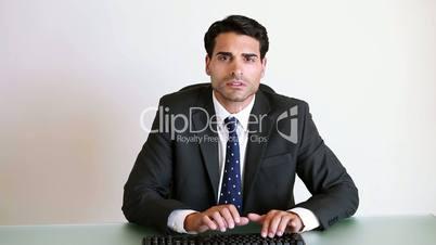 Geschäftsmann am Schreibtisch