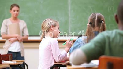 Kinder in einer Schulklasse