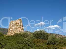 San Priamo, alter Turm an der Straße 125, S' Oro im Südosten Sardiniens