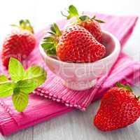 Erdbeeren in Schale / strawberries in a bowl