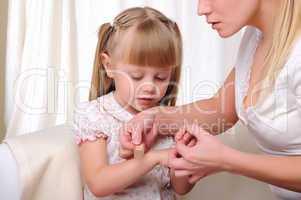 Mom puts her baby daughter plaster