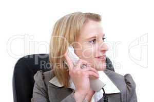 Junge Frau nachdenklich am telefonieren