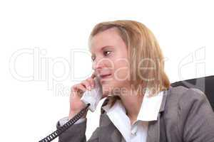 Junge Frau am telefonieren
