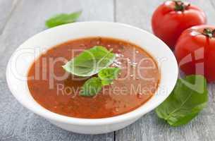 frische Tomatensuppe / fresh tomato soup