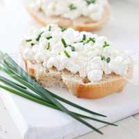 frisches Brot mit Quark / fresh bread with curd