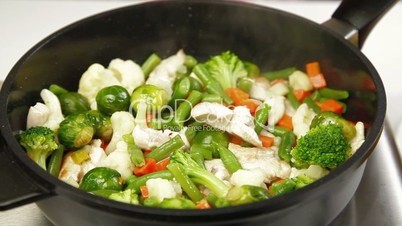 DOLLY: Chicken and Vegetable Stir Fry