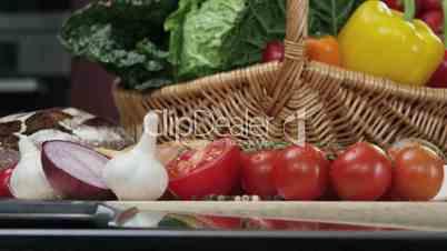 Gemüsekorb und Vesperplatte