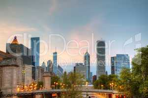 cityscape of do chicago in the evening