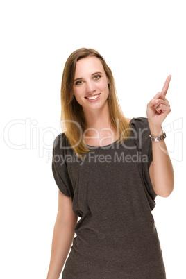 zufriedene frau zeigt mit dem finger nach oben