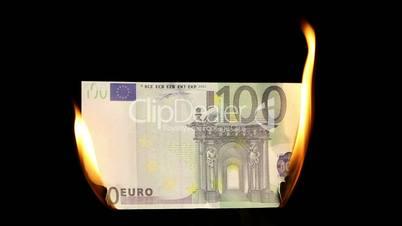 Video of a burning hundred euro bill