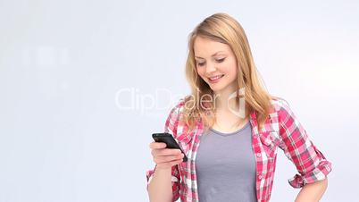 Young blond woman showing a smartphone screen