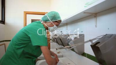 Surgeons washing his hands