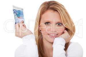 Frau hält 20 Euro Banknote