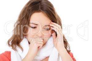 Junge Frau leidet unter einer Erkältung