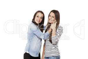 teenager zwingt freundin zum lachen