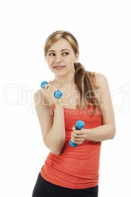 süsse sportlerin spielt mit ihren fitness hanteln