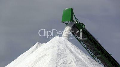 Extraction of salt, conveyor closeup