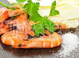 Prawns with a sprig of parsley and salad