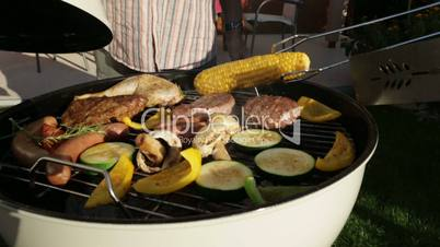 closing kettle barbecue grill in garden