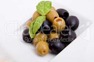 gemischte vorspeisenplatte mit parma parmesan tomaten oliven auf