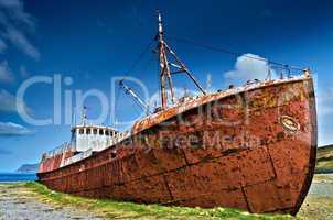 Rostiges Schiffswrack bei Patreksfjörður, Island