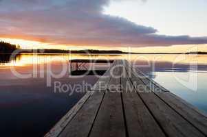 Sonnenuntergang über dem See Innaren, Schweden