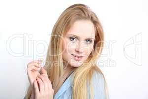 Blonde, junge Frau