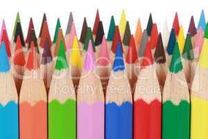Köpfe von bunten Farbstiften