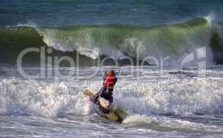 Kitesurfen in den Wellen auf der Nordsee