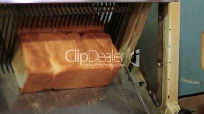 bread machine cutting into slices