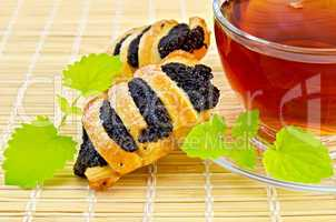 Tea with mint and poppy seed biscuits