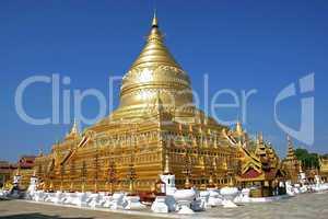 Shwezigon Pagoda, Bagan, Myanmar, Asien