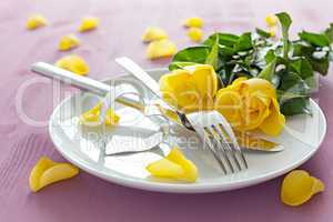 Gedeck mit Rosen / place setting with roses