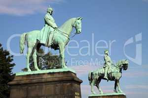 Reiterstatuen von Kaiser Wilhelm und Barbarossa in Goslar