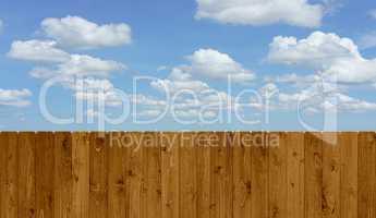 Holzzaun mit Himmel