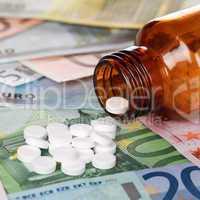 Symbolbild hohe Kosten für Medikamente