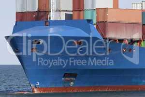 Bug eines Containerschiffes