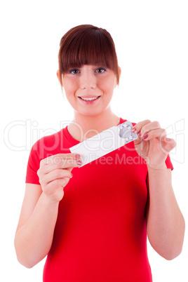 Die junge Frau verhütet mit der Pille