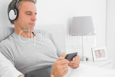 Man listening to music on his smartphone