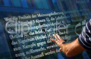 Schriftzug am Reichstag Berlin Paragraphen