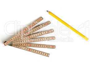 Zollstock und Bleistift