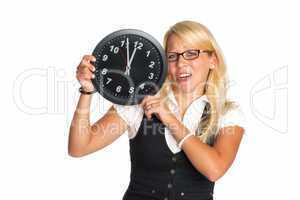 Blonde Frau mit Uhr