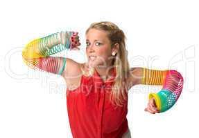 Blonde Frau mit  Armreifen