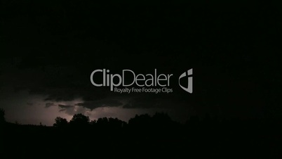 Gewitter und Blitze in der Nacht