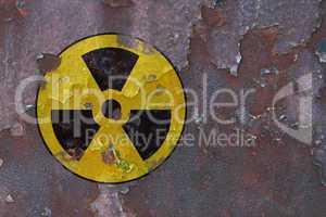 rostiges metall mit radioaktiv symbol - rusty metal with radioac